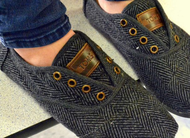 shoes toms herringbone flats hipster indie. would look grt on Kelsey and kait as they travel during the holidays