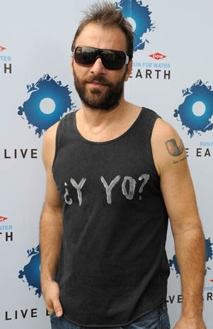 Kevin Johansen with a beard.  Sweet Lord.