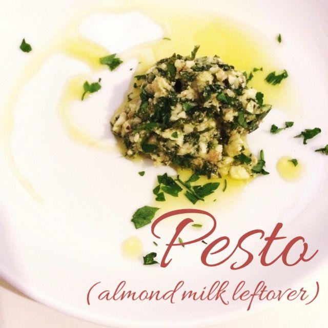 Molho Pesto (com resíduo do leite de amêndoas)   Cozinho, logo Existo