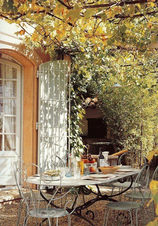 autumn garden lunch