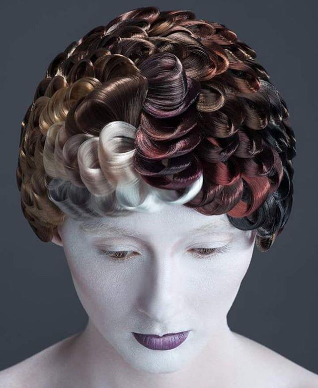 UNIQUE 🌟🌟🌟by @jesusoliver80 Foto: Chris Bulezuik Hair: Jesus Oliver Make up: Ximena Rodriguez #esteticalikes #hairinspo #hairfashion