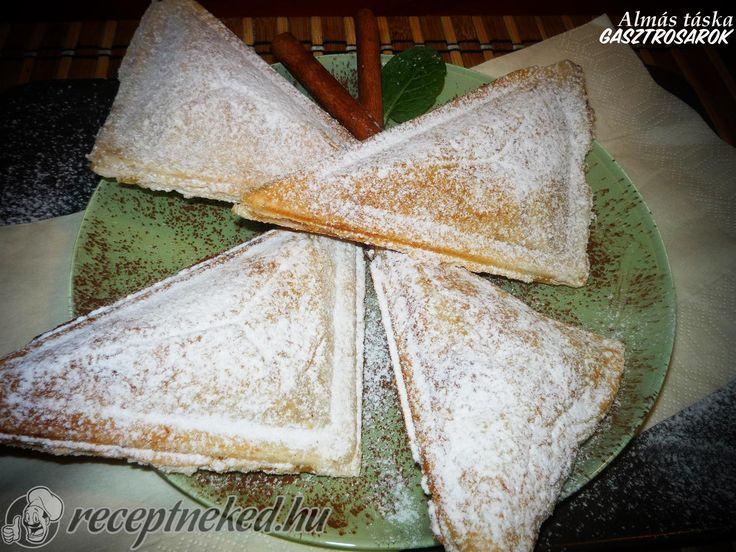 Hozzávalók: 1 cs leveles tészta 4 db alma 1/2 cs vaniliás pudingpor 5 dkg cukor 1/2 cs vaniliás cukor kevés citromlé csipet fahéj Elkészítése: Az almát meg