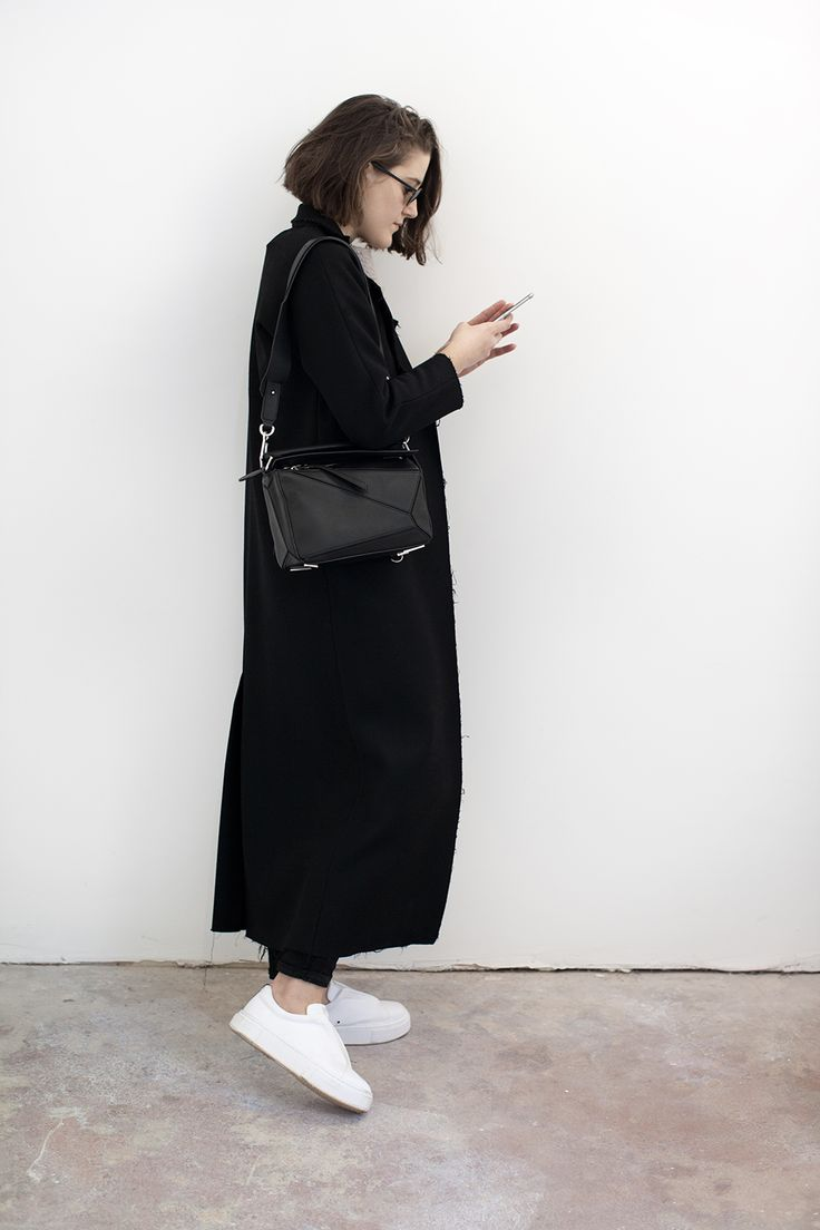 charliemayuk:  (via Puzzling   Girl a la Mode)  classy minimal #allblackclothing #blackandwhite #minimalism