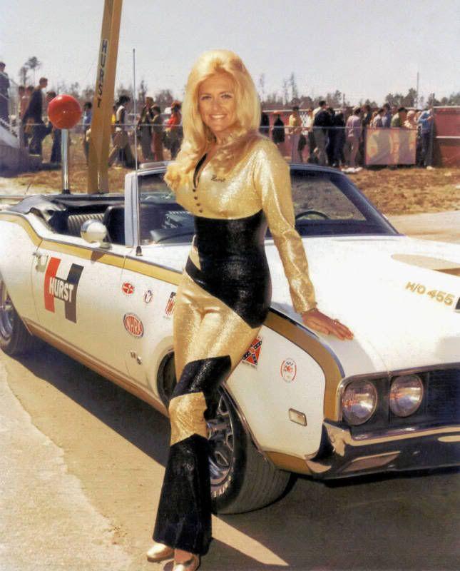 LINDA VAUGHN - MISS HURST SHIFTER - 1972 - HURST PARADE CAR