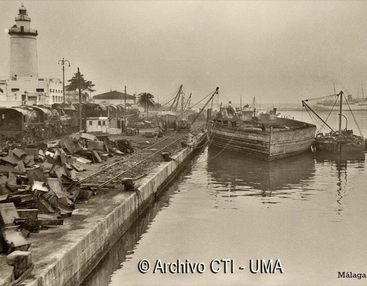 Puerto de Málaga. Muelle nº1 dedicado en los años 50 al desgüace de embarcaciones.  Andalucia, Spain.