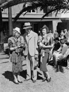 Men's & Women's fashions, Sydney Cup, Randwick, 1937, Sam Hood. From the collection of the State Library of New South Wales www.sl.nsw.gov.au