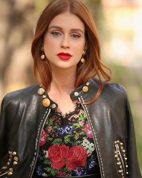 A beleza de Marina Ruy Barbosa ficou ainda mais realçada com o look Dolce & Gabbana e make com batom vermelho