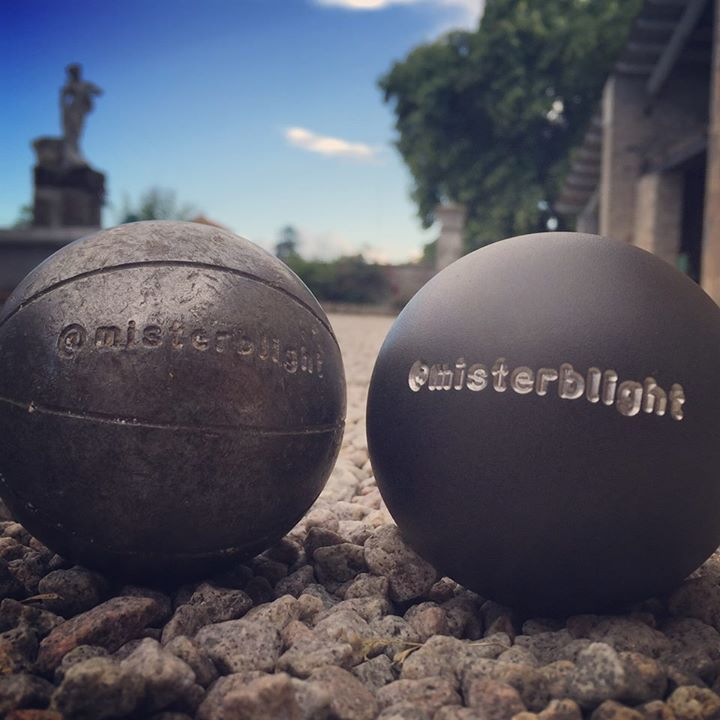 Old vs. new // Looking forward to receiving your extreme petanque pictures videos & stories! // #extremepetanque #extremeboules #pétanqueextrème #streetpetanque #urbanpetanque #ultimatepetanque #extremebocce #petanque #petanca #jeuxdeboules #jeudeboules #boules #bocce #bocceball #ball #balls