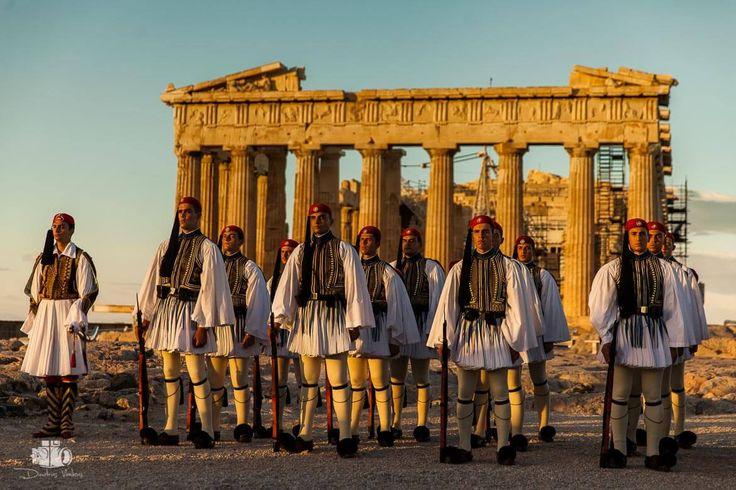 Evzones_Greek_Presidential_Guard _Acropolis_Dimitris_vlaikos