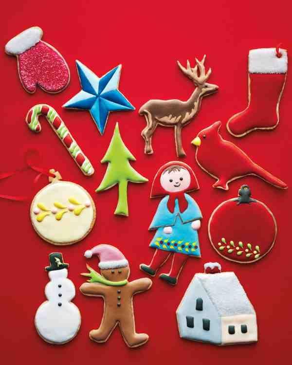 Biscoitos de açúcar decorados, tradicionais em algumas regiões do mundo, viram decoração para árvore e atrativo para as crianças.