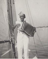 Marva speelt accordeon