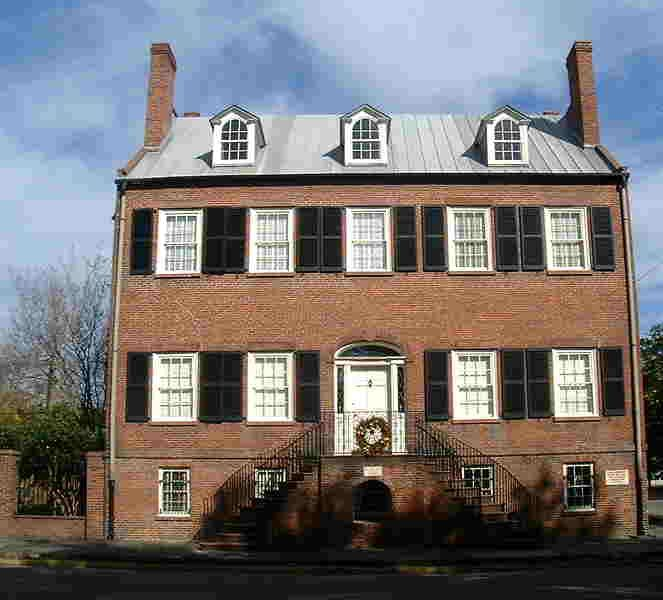 Davenport House Oglethorpe Square Built In 1820 By Isaiah This Is A Prime Example Of Federal Style Architecture