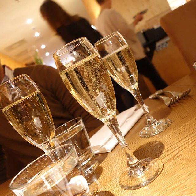 Blogissa nyt Klaus K:n brunssia. Se toimii aina!  #klausk #hotel #hotelli #skumppa #sparklingwine #helsinki #visithelsinki #brunssi #brunch #food #foodblog #foodlover #newblogpost #syntymäpäivälahja #synttärit #gift #birthdaygift #birthday @klauskhotel #klauskhotel #livingroom #withfamily #juhlat #party #kippis #cincin