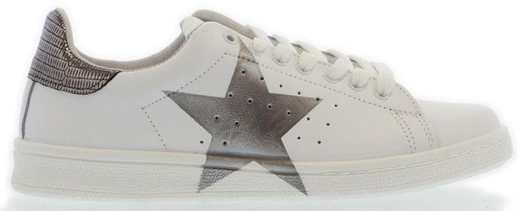 Mooie witte sneakers met ster van Nina Rubens, shop ze nu bij SHUZ!