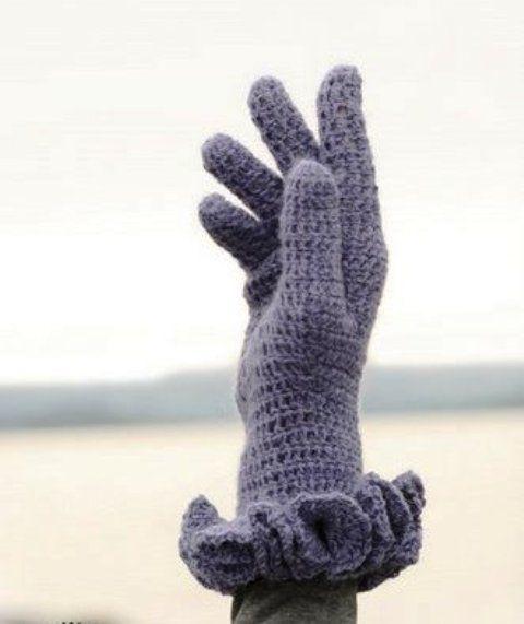Вы без особых трудностей научитесь вязать перчатки крючком. С помощью пояснений свяжете элегантные перчатки.