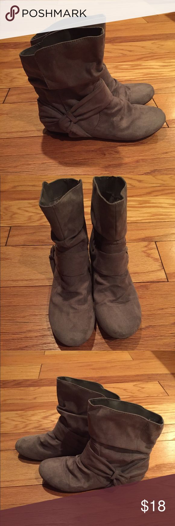 Report Evalynn Gray Suede boots size 8 Report Evalynn Gray Suede boots size 8- worn only once! Report Shoes Ankle Boots & Booties
