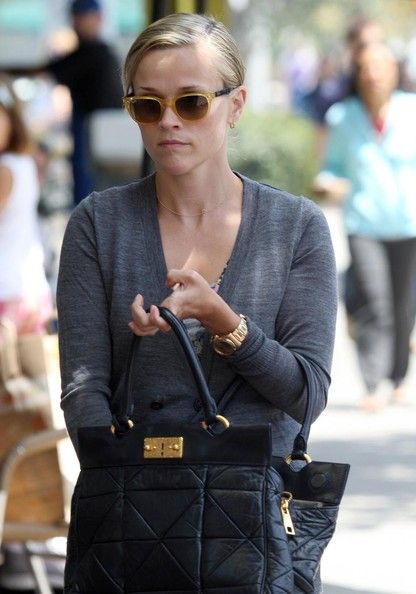 Reese Witherspoon Wayfarer Sunglasses - Reese Witherspoon Sunglasses Looks - StyleBistro