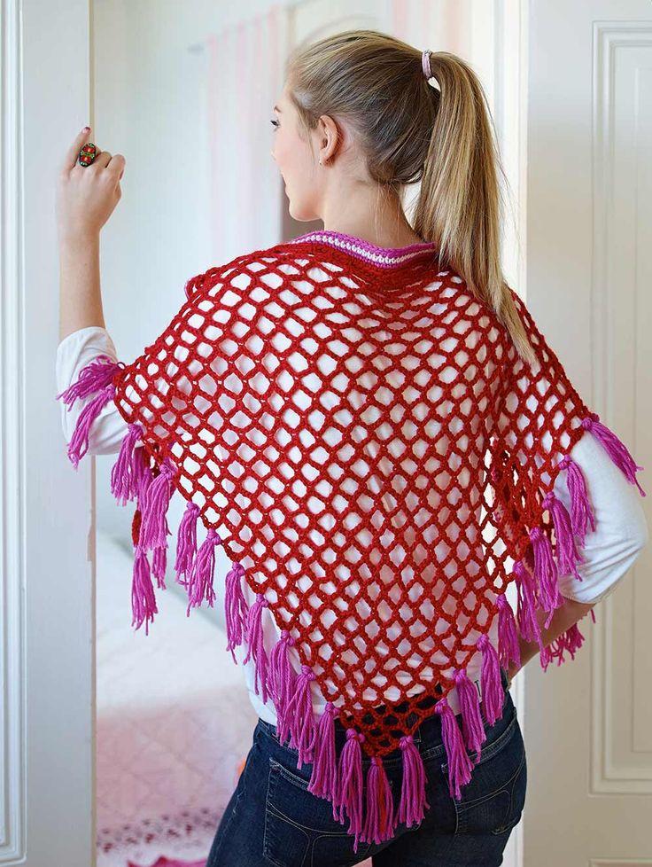 Den här festliga sjalen går snabbt att virka eftersom den mest består av hål. Du virkar den på samma sätt som en nätkasse.