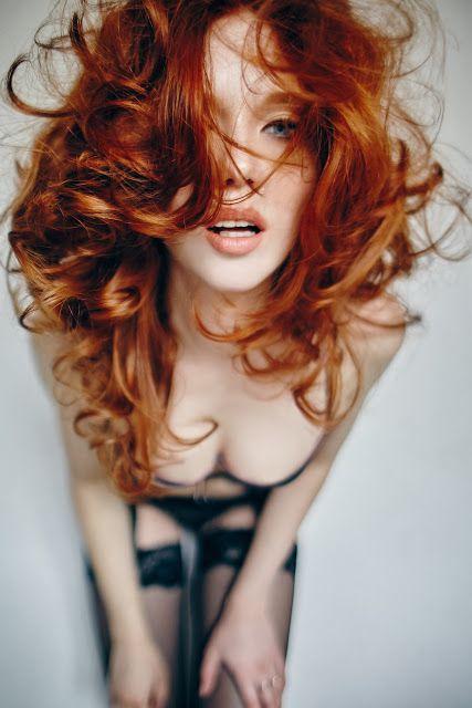 Le donne, gli esseri che gli uomini non capiscono ma di cui non possono fare a meno. Si dice che ... #girl #seduction #man #uomo #stiledivita #seduzione #ycbb