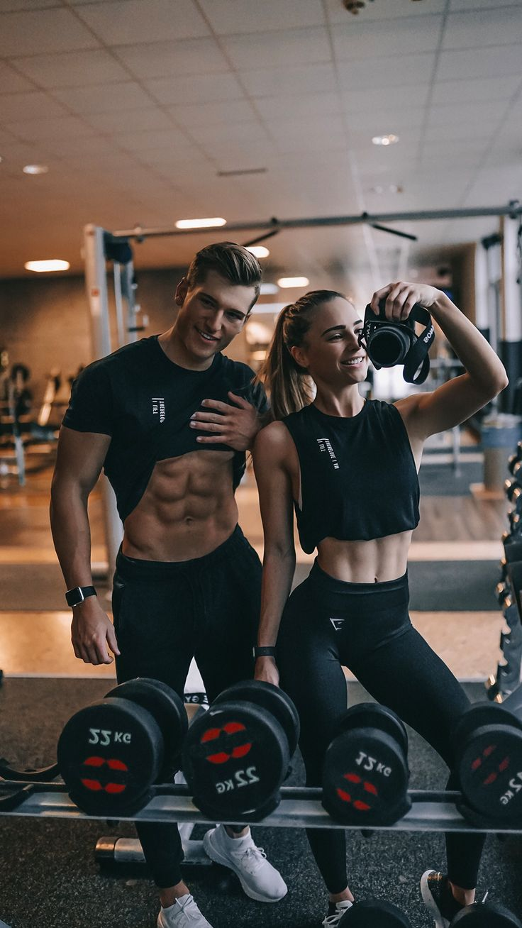 Evelina and her boyfriend, Alex, wearing the Gymshark Lifting Club Women's Tank and Men's T-Shirt. I Lift Therefore I am. #Gymshark #Blackout #BlackFriday #Sales #Discount #Menswear #Womenswear #Favourite #TopProducts #Leggings #Bottoms #Tops #Hoodies #Winter #November #Fitness #Workout