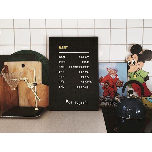 Kitchen details. #marissjokoladefabrikk #boligplussminstil #rom123kjøkken #boligplussfarger #skonahem #urbanjunglebloggers #industrialliving #hem_inspiration #bonytt #loppis #gjenbruk #fleamarket #kjøkken #kitchen #mickeymouse #bobedre #lagerhaushomie #boligplussminstil #boligplussideer #interior #pegboard #smallspaceliving #letterboard #boligpluss_kjøkkenstemning #freiaskilt #gamleskilt #meny #kaffe #bloomingville #boligpluss_kos