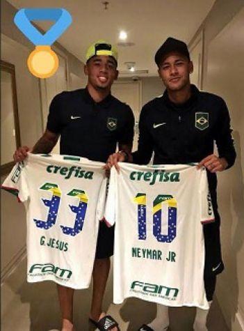 Gabriel Jesus deu uma camisa do Palmeiras para Neymar (Foto: reprodução)