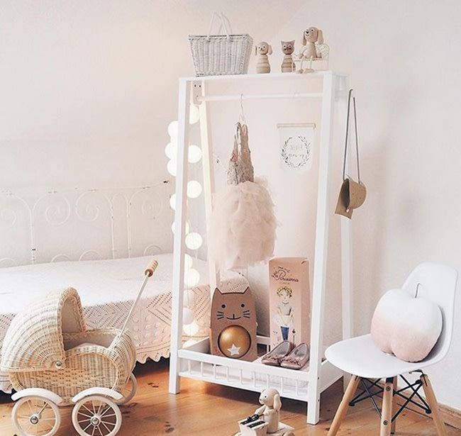 Kids' Bedrooms with Wooden Touches http://petitandsmall.com/kids-room-wood-touches/