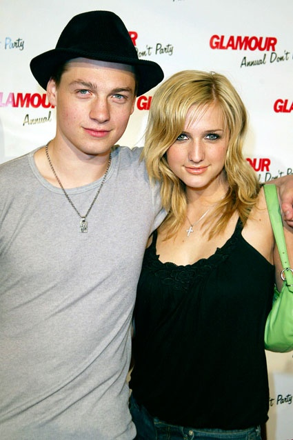 Ashlee Simpson & Gregory Smith    Ashlee Simpson dated Rookie Blue/Everwood star Gregory Smith in 2004, but the sparks quickly burned out. The pair only lasted about a month.