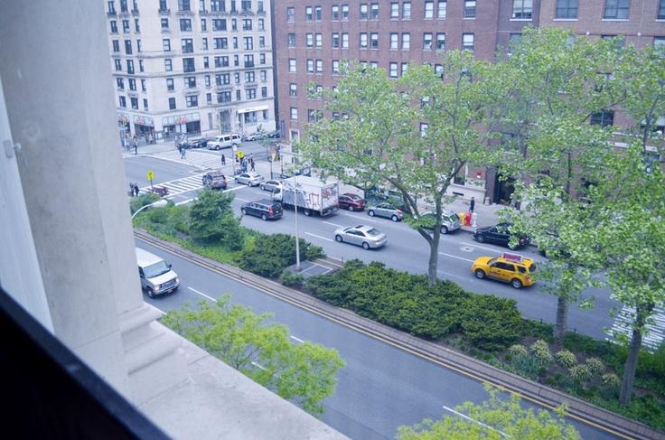 教室から見えるのは閑静なウェストサイドの光景です。コロンビア大学の詳しい情報はこちらから! http://www.ilisny.com/columbia