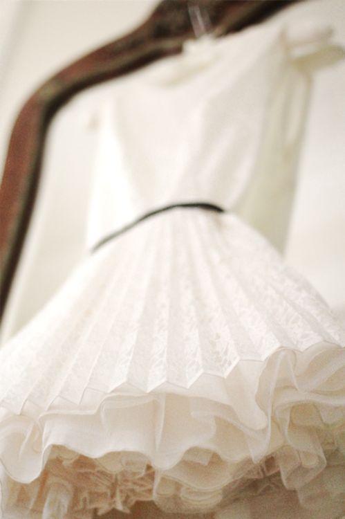 Plum Pretty Sugar: Party Dresses, Hanging Pretty, Fashion, Beautiful White, Pretty Things, Pleated Dresses, Dress Details, Reception Dresses