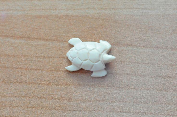 Ciondolo polinesiano tartaruga d'osso fatto a mano. http://www.ebay.it/itm/281825045177 #art #ciondolo #bestoftheday #jewelry #chic #cool #polynesian #samoa #fiji #tonga #oceano #oceanopacifico #colors #handmade #collana