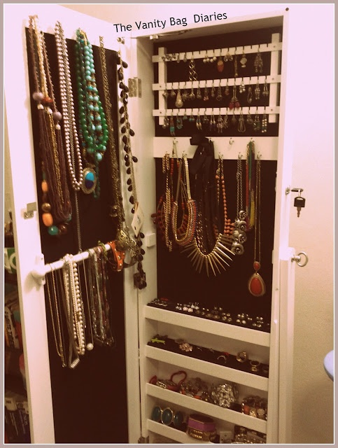 I wanted to share my jewelry storage with you. For a while I was struggling with organizing my jewelry in one place. I wanted it all together so that I could see it all and decide what to wear ... Seriously out of sight, out of mind for me .. So I bought this Jewelry Armoire this February from Targe