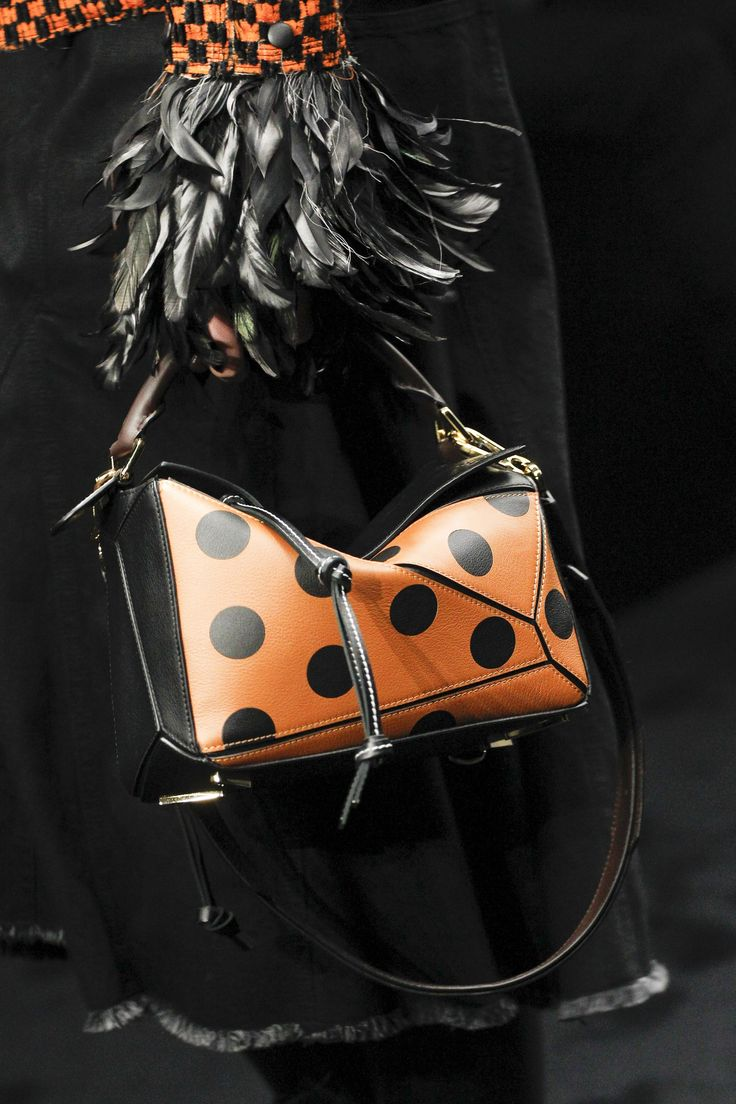 Loewe Fall 2017 Ready-to-Wear Accessories Photos - Vogue Mini puzzle bag in camel with black dots