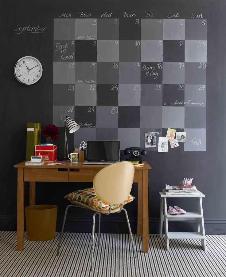 Wall calendar made with chalkboard paint <3