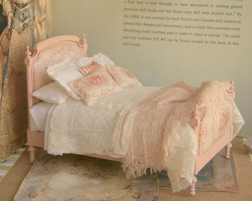 Shabby Chic French Bed by ArgusMinis~ Soooo cute! <3