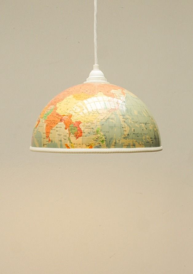 Globus Lampenschirm // lampshade made out of a globe by Wespaket via dawanda.com