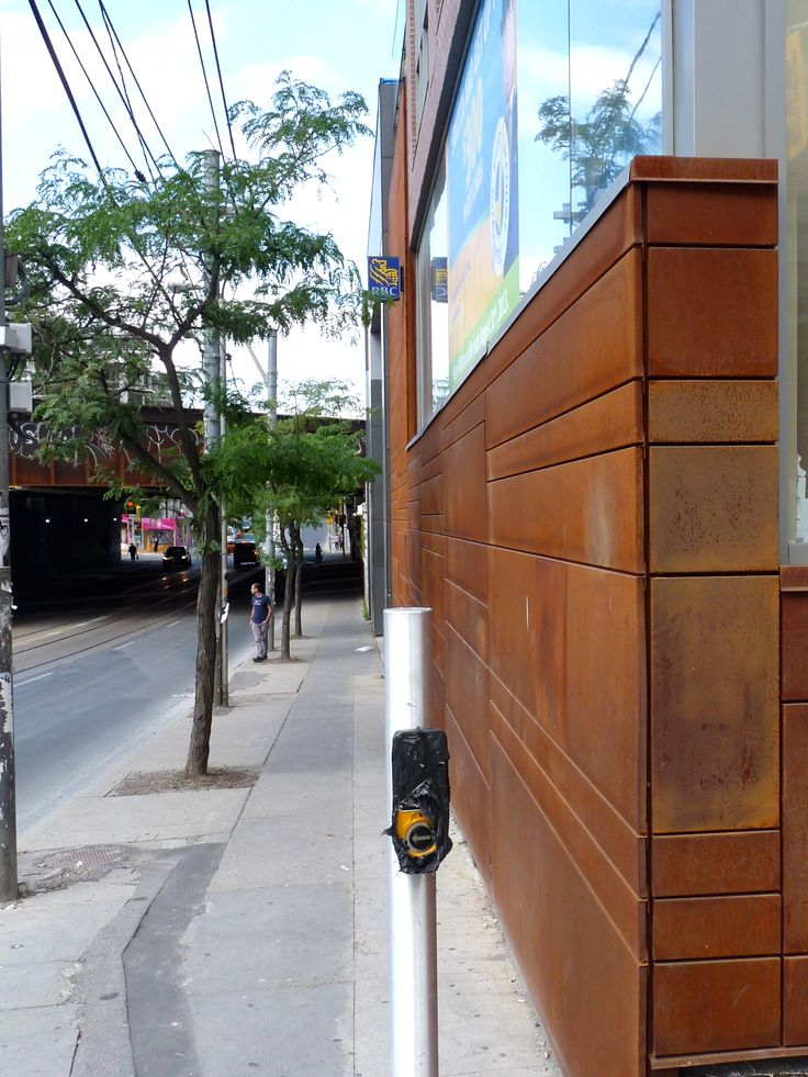 Location: 2 Gladstone Ave.  Toronto, ON, M6J 0B2  Photographer: Ryan Brown