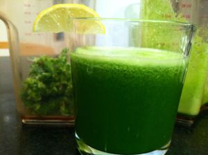 Apple Cucumber Kale Juice - Looks to be just like First Watch's Kale Tonic: kale, Fuji apple, English cucumber and lemon - Yum!!