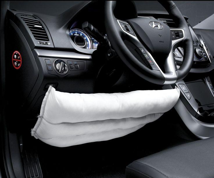 Poduszka kolanowa  Poduszka bezpieczeństwa zainstalowana tuż poniżej kolumny kierownicy  redukuje ryzyko odniesienia poważnych obrażeń nóg i kolan kierowcy  podczas czołowego zderzenia.