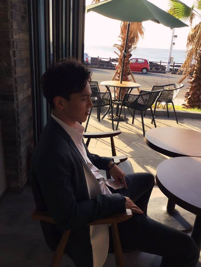 """(170314) Minhyuk's Fancafe update (1) The days when Shownu had dark skin (2) Hyung catching the winds of Jeju """"translated by monstaxtrans ϟ take out with full credit. """""""