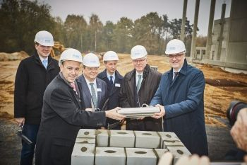 Arvato feiert Grundsteinlegung im Industriepark Dorsten/Marl - http://www.logistik-express.com/arvato-feiert-grundsteinlegung-im-industriepark-dorstenmarl/