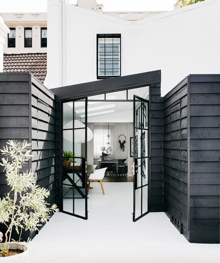 A little obsessed with this stunning home ✖