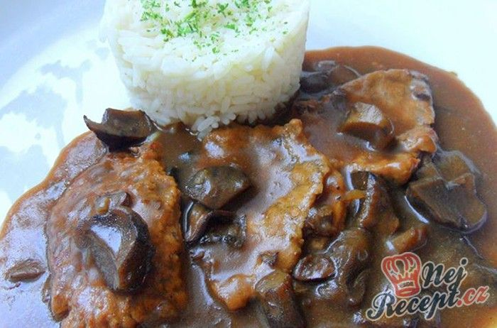 Skvělý oběd. Omáčka s houbami, vepřové maso a jako příloha rýže.