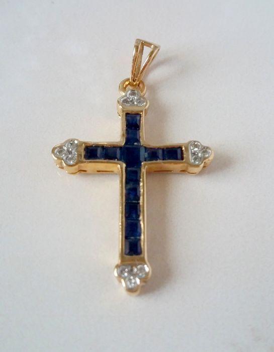 14k Gold Cross met diamanten en Sapphres - geen RESERVE  Mooie glanzende gouden kruis met natuurlijke edelstenen - saffieren en diamanten.Zeer intresting en zeldzaam.Sapphire - 12 saffieren - Princess cut - ca. 06 ct - donkerblauwDiamant - 12 diaonds - ronde gesneden - pprox.0.06 - VS / SL - G/HHanger:Gewicht: 2 1grMaterialen: GeelgoudAfmetingen: 33 x 18mmHallmark: 14KGeregisteerde scheepvaart  EUR 0.00  Meer informatie