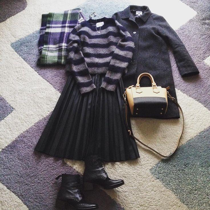 trying the faux leather skirt. .  勇気を出して憧れのレザースカート(フェイクですよ。紛らわしい書き方だったので追記しました)に挑戦💃  ロング丈(ミモレ丈らしいけど、私の身長だとこうなる)のプリーツタイプにしてみました。まずはモヘアセーターに合わせて冬仕様に。 #宣言までして出かけた図書館は休館日でした #書庫整理の為の長期休館らしい #そんなの知らないよ😱 #アテが外れました #気をつけよう休館日 .  #leatherskirt #レザースカート #pleatedskirt #プリーツスカート #イネド #モヘアセーター #mohairsweater #adametrope #uniqloxines #tiffanyandco #barneysnewyork #smirnasli #ootd #lookoftheday #outfit  #fashion #instafashion #coordinate #置き画 #置き画くら部 #ママコーデ #アラフォーコーデ #大人カジュアル #今日の服 #今日のコーデ…