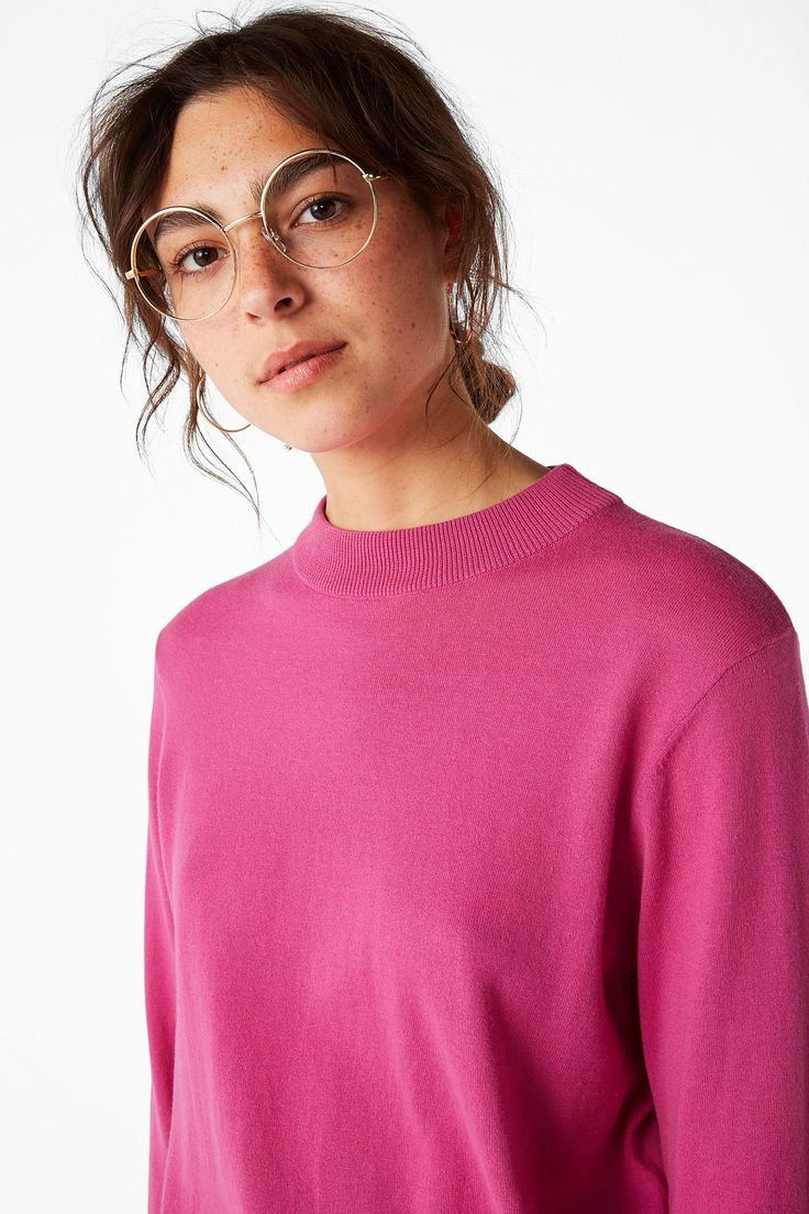 <p>A lovely, light, soft knit sweater with a thick ribbed crew neck and banded cuffs and hemline that´ll have you bossing all over the place. <br /><b