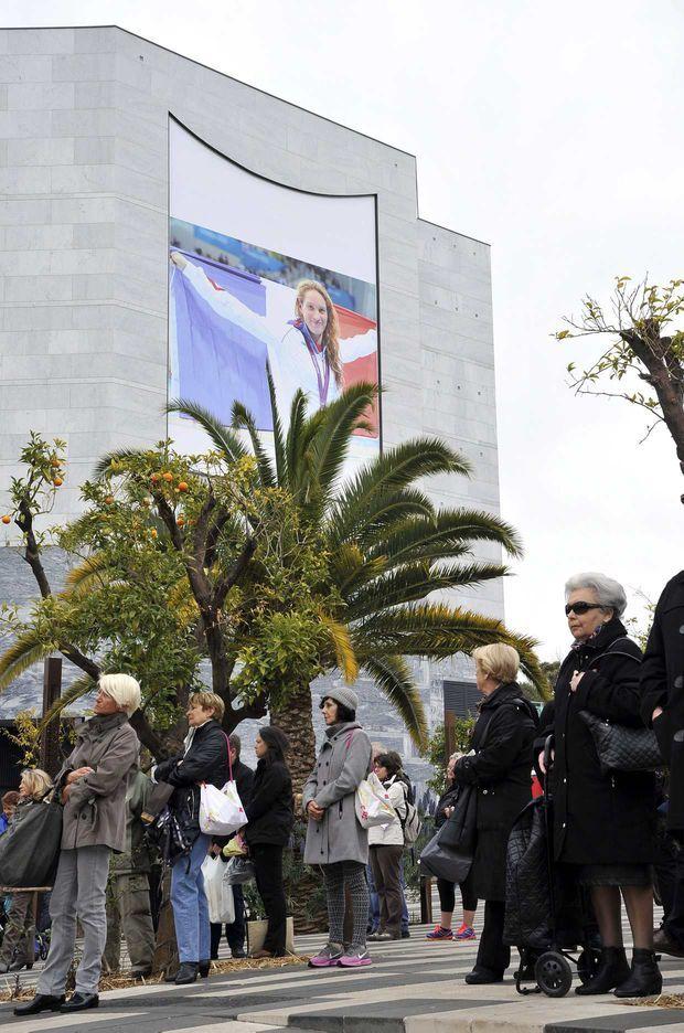 L'enterrement de Camille Muffat avait lieu ce matin à Nice.http://photo.programme-tv.net/dropped-ceremonies-poignantes-pour-les-obseques-de-camille-muffat-et-alexis-vastine-10117 http://www.potins.net/societe/camille-muffat-ses-emouvantes-obseques-avec-ses-amis-122671.html http://www.closermag.fr/people/people-francais/laure-manaudou-alain-bernard-yannick-agnel-larmes-et-emotion-aux-obseques-484002