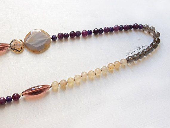 Lunga collana Viola Bordeaux e crema di BeadsWires su Etsy