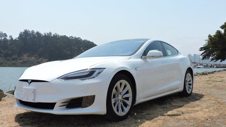 The Model S 60 just got $2k more expensive     - Roadshow The cheapest Model S just got a little less cheap. Or it will soon anyway. In an email update to its newsletter subscribers Tesla has confirmed that the price of its most affordable car is increasing by $2000 starting on November 22.  The Model S 60 which we recently reviewed offers a maximum range of 210 miles will do the 0 to 60 sprint in 5.5 seconds and presently starts at $66000. The dual-motor Model S 60D which starts at $71000…