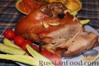 Фото к рецепту: Свиная лопатка в пиве